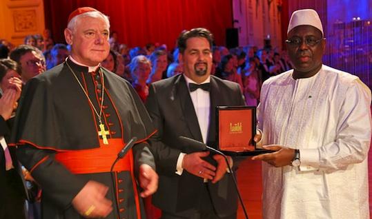Macky SALL reçoit le Prix pr la Paix et le dialogue entre les Peuples